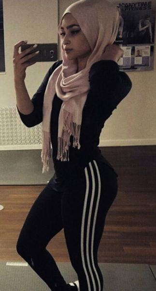 Belle gosse arabe rien que pour toi si t'assures au pieu